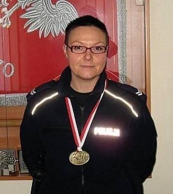 Starszy sierżant Agata Bulwa, złota medalistka tegorocznych Halowych Mistrzostw Polski Seniorów w Łucznictwie