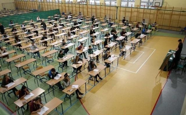 Egzamin gimnazjalny 2016 przeznaczony jest dla uczniów trzech klas gimnazjum