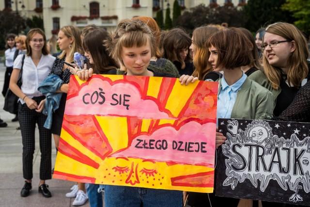 Młodzieżowe Strajki Klimatyczne odbywają się w 60 miastach Polski