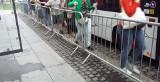 Barierki przy przystankach w Katowicach przeszkadzają pasażerom autobusów ZTM