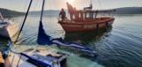 Poranne akcje Bieszczadzkiego WOPR na Jeziorze Solińskim. Ratowali tonącą łódź i przewróconą żaglówkę [ZDJĘCIA]