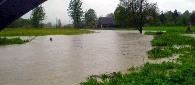 Poziom wody na rzece Lubli. Zdjęcie od internauty.