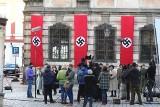 Hitlerowskie flagi zawisły w centrum Wrocławia
