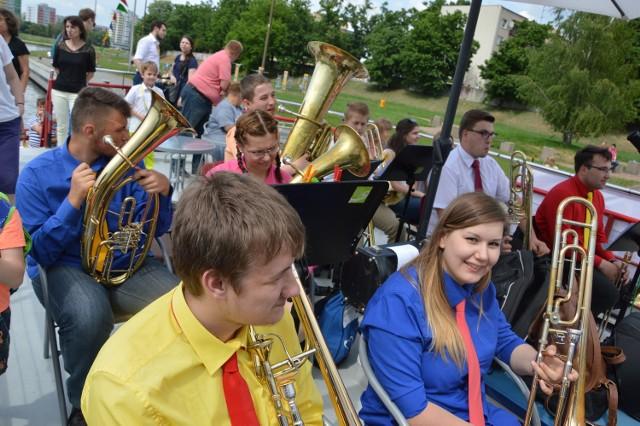 W akcji wzięło udział 18 muzyków z Orkiestry Politechniki Opolskiej, Orkiestry Dętej Zespołu Szkół Elektrycznych w Opolu i el12 Opole Politechnic Band oraz (po raz pierwszy) z Grudzickiej Orkiestry Dętej.