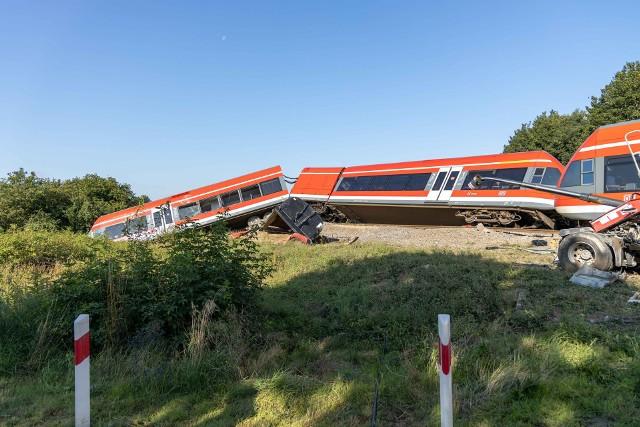 Wykolejenie pociągu po zderzeniu z tirem