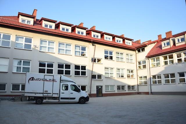Przy Szkole Podstawowej w Jerzmanowicach powstanie świetlica i dodatkowe sale lekcyjne. Do tego trzeba zagospodarować poddasze za 800 tys. zł