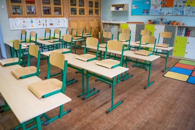 Dramatyczne sceny w szkole podstawowej w Barczewie. Uczniowie i nauczyciele nie wiedzieli, co się dzieje, gdy do szkoły weszli terroryści. Nikt nie uprzedził ich, że to symulacja.