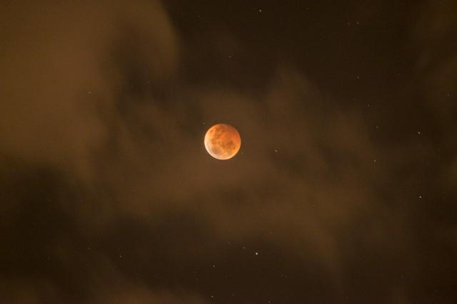 Truskawkowy Księżyc - niezwykła pełnia księżyca 24 czerwca 2021 roku.