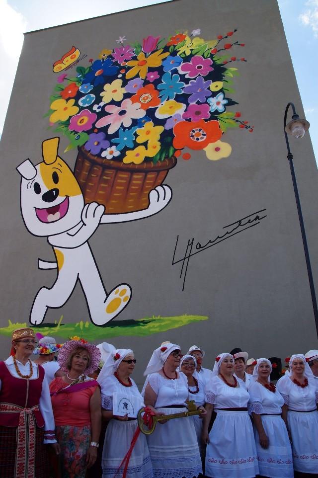 W miniony weekend odbył się Jarmark Kamedulski. W ramach dwudniowej imprezy m.in. odsłonięto nowy mural w mieście prezentujący słynnego Reksia.