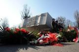 5. rocznica katastrofy smoleńskiej. Komorowski na Powązkach, Kaczyński na Krakowskim Przedmieściu (zdjęcia, wideo)
