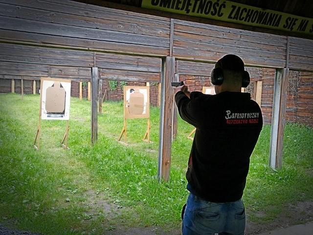 Pierwsze strzelanie nigdy nie jest łatwe. Żeby być dobrym, trzeba regularnie ćwiczyć.