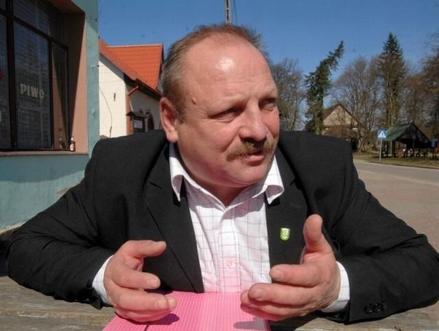 Sołtys Głuska Marek Wardziak mówi, że polecenie zajęcia się wycinką usłyszał od pracownika starostwa.