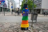 Wesoły i kolorowy stał się Poznań w Dniu Dziecka. Aquanet ubrał hydranty w barwne kubraczki