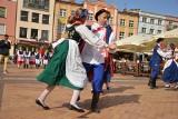 Chojnicki rynek pełen zabawy  z polskimi tańcami