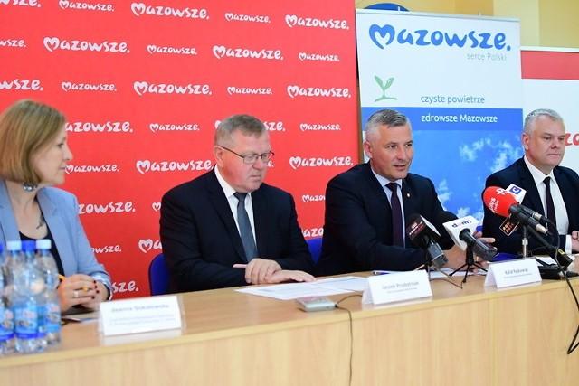 - Wsparcie z naszej strony podniesie komfort wypoczynku działkowców - mówił wicemarszałek Mazowsza Rafał Rajkowski.