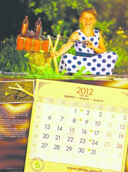 Sierpniowa strona kalendarza - strzelanie z procy.