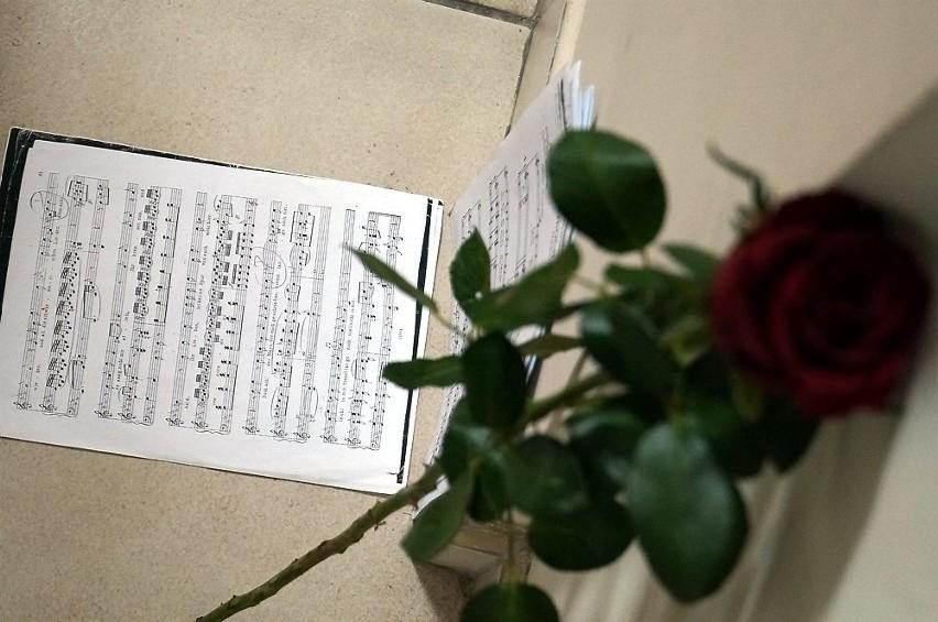Wielki dzień inowrocławskiej szkoły muzycznej. Witold Kocikowski patronem Sali Kameralnej [zdjęcia]