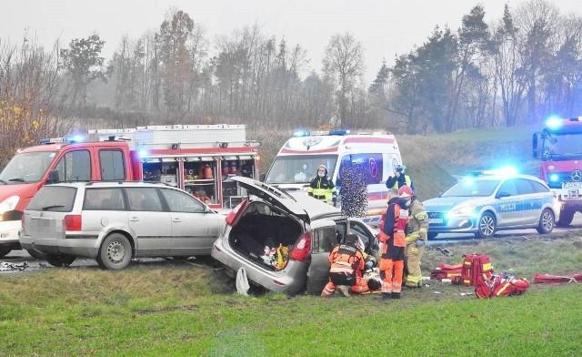 Nadmierna szybkość, wymijanie na trzeciego, niedostosowanie się do warunków na drodze  to wciąż główne przyczyny zdarzeń drogowych. Zobacz gdzie poza Bydgoszczą dochodzi do nich najczęściej