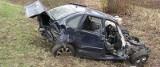 Dwie osoby zginęły w wypadku. BMW z całym impetem uderzyło w drzewo