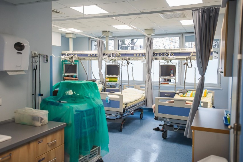 Obecnie szpital czeka na powtórzenie testów u pacjentki....