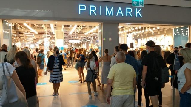 Pierwszy sklep Primark w Polsce został otwarty w ubiegłym roku w warszawskiej galerii Młociny.