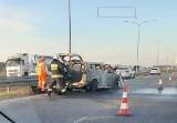 Pożar samochodu na autostradzie A2. Spłonęła toyota ZDJĘCIA