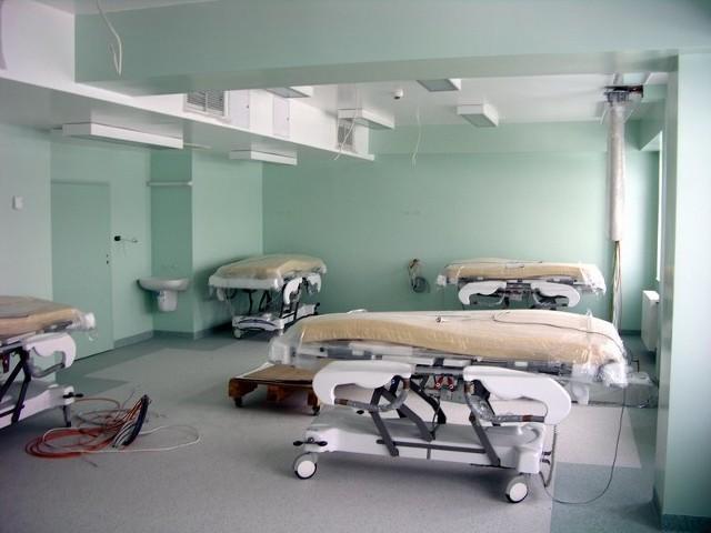 Sala intensywnej terapii medycznej w nowym budynku szpitala