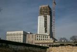 Kraków. Kłopoty z budową Unity Tower. Wykonawca zabrał głos. Podaje nowy termin zakończenia prac
