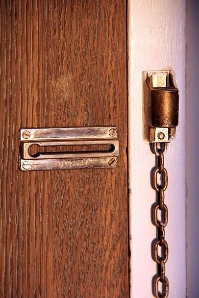 Prawie dwa lata czekał pan Adam z Głobina na wymianę drzwi, które okazały się za krótkie i za wąskie.