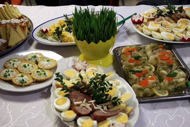 Sałatki na Wielkanoc 2021. Oto przepisy na łatwe do wykonania sałatki, nie tylko na wielkanocny stół