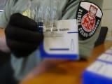 Funkcjonariusze Krajowej Administracji Skarbowej udaremnili przemyt sterydów anabolicznych na przejściu granicznym w Medyce
