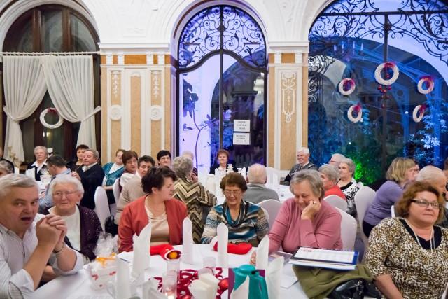 W gminie Strzeleczki mniejszość niemiecka jest nie tylko najliczniejsza, ale i działa aktywnie. Na zdjęciu: świąteczne spotkanie jej członków na zamku w Mosznej.