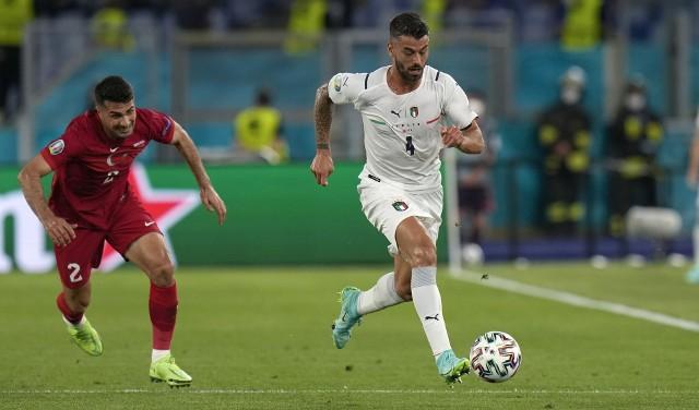 Obrońca Leonardo Spinazzola (przy piłce) został wybrany graczem meczu Włochy - Turcja