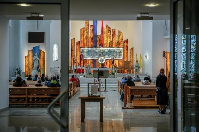 Być może w Polsce stanie się to samo, co dzieje się na Zachodzie, czyli będziemy notować spadek liczby osób praktykujących w kościołach, ale to nie musi się wydarzyć, bo mamy do czynienia z polską specyfiką.