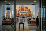 Coraz mniej osób chodzi do kościoła. Nie każdy Polak równa się katolik