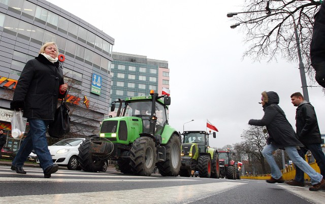 Od miesiąca na ulicach miasta prym wiodą protestujący rolnicy.