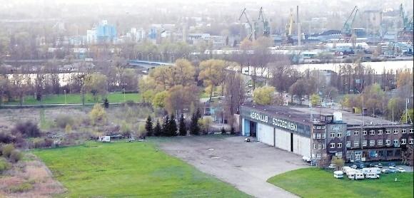 W części północnej lotniska mają powstać dwa trawiaste pasy startowe. Część południowa przeznaczona jest na komercję – stadion sportowy oraz centrum handlowo-usługowe.