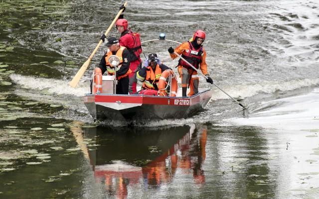 W poszukiwania zaginionego pływaka włączono też strażaków z OSP Szynych