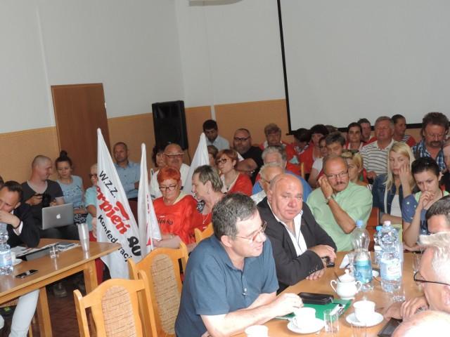 Obradom przysłuchiwało się wielu mieszkańców gminy Strzelno. Byli wśród nich m.in.. samorządowcy, pracownicy lecznicy oraz sympatycy i członkowie WZZ Sierpień' 80