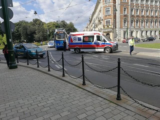 Do zderzenia doszło w centrum miasta, przed Dworcem Głównym w Krakowie