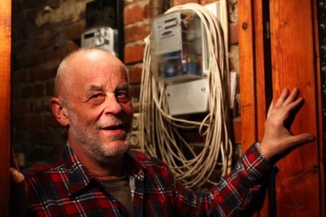 Wojciech  Florkowski:  - Skoro Enea każde sobie płacić odszkodowania za kradzież prądu, to mam prawo do odszkodowania za trefny licznik.  Musiałem płacić, bo złożenie reklamacji nie zwalniało mnie od tego