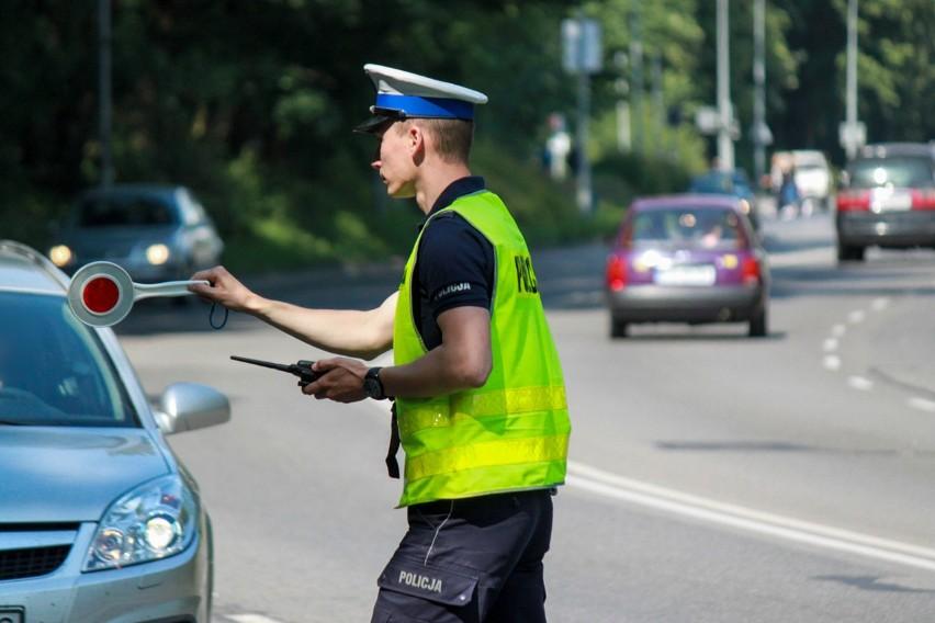 """Nie tylko """"zielona strzałka"""". Policja w okolicy przejść dla pieszych (zdjęcia)"""