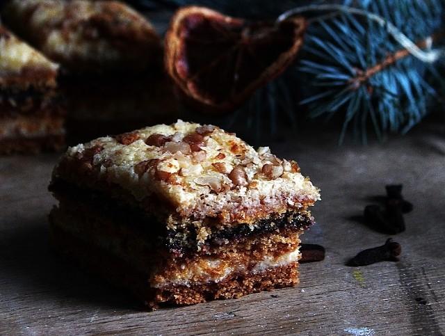 """TOP 15 efektownych ciast na święta, które zachwycą każdego. Kliknij w przycisk """"zobacz galerię"""" i przesuwaj zdjęcia w prawo - naciśnij strzałkę lub przycisk NASTĘPNE."""