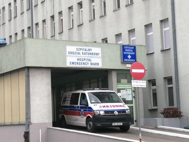 Oddział buforowy w sandomierskim szpitalu wypełniony do ostatniego łóżka. Chorzy na COVID 19 są odsyłani do innych szpitali w regionie