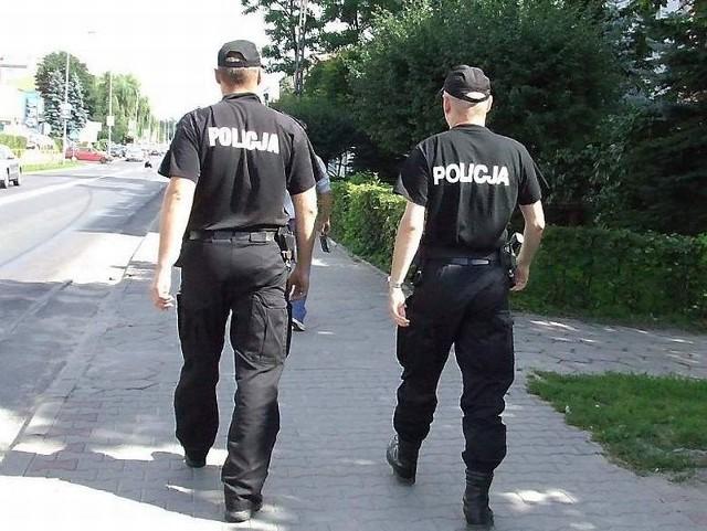Po pościgu policjanci zatrzymali dwóch nastolatków i dorosłego złodzieja na usiłowaniu kradzieży.