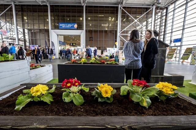Międzynarodowe Targi Ogrodnictwa i Architektury Krajobrazu Gardenia 2020 potrwają do soboty, 15 lutego. Na targach można obejrzeć nowości roślinne, systemy nawadniania, narzędzia i maszyny ogrodnicze, szklarnie, tunele foliowe, ogrodową małą architekturę, zadaszenia, parasole, meble, a nawet grille. Czwartek i piątek to dni dla profesjonalistów. W sobotę swój czas będą mieli ogrodnicy-amatorzy. Będzie kiermasz roślin, ciekawe prezentacje i warsztaty. Zobacz więcej zdjęć --->