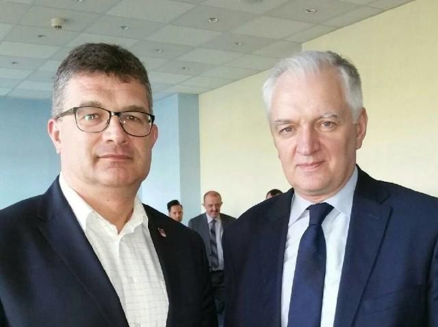 Dariusz Tokarski i Jarosław Gowin. Burmistrz Pajęczna uważa, że jego działalność w partii może przynieść gminie jedynie korzyści