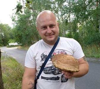 Pan Tomasz znalazł 0,5 kilogramowego prawdziwka w lesie w okolicach Olbrachtowa