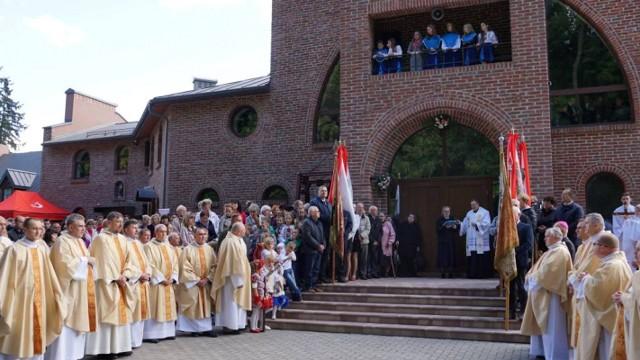 Poświęcenie kościoła pw. św. Michała Archanioła we Lwowie wybudowanego dzięki pomocy archidiecezji katowickiej