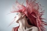 Najmodniejsze fryzury na lato 2021! Mermaid Hair, czyli włosy jak u syreny [zdjęcia]
